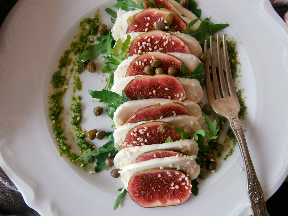 Caprese salad with figs
