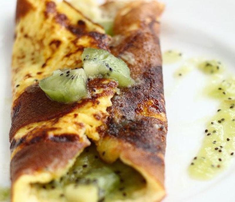 Sweet kiwi berry omelette